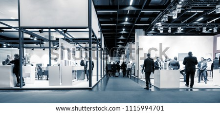 business people walking between trade show booths. ideal for websites and magazines layouts #1115994701
