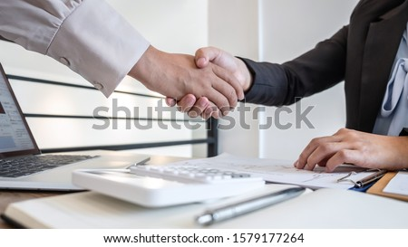 Business woman shaking hands after conversation, Finishing up a collaboration discussing of partner cooperation in investment marketing project and successful contract agreement to become teamwork. Foto stock ©