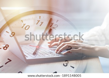 Business working times concept people work typing on laptop computer overlay with in time clock to lunch break Photo stock ©