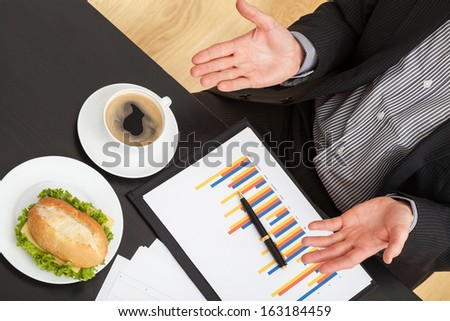 Businessman eating lunch at the office during work