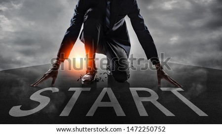 Businessman get ready on starting on the road.Start line on the highway concept for business planning. Foto d'archivio ©