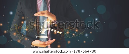 Businessman hand holding hammer icon,with futuristic line network, concept bid winner highest bidder in final lift,with public sale property auctioned business competition,e-auction and online bidding ストックフォト ©