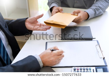 businessman receive an envelope  for bribing, money corruption of their partner with both of whom are corrupt, anti bribery and corruption concept Foto d'archivio ©