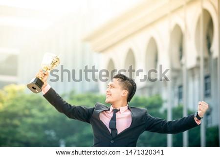 Businessman wins a trophy. Top salesperson concept Foto stock ©