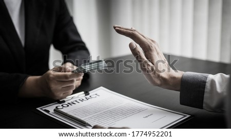 Businessmen give dollars to bribe employees in signing contracts to buy illegal land and real estate, Business fraud and social injustice, Anti Bribery and corruption concept. Foto d'archivio ©