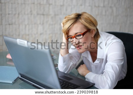 Businesswoman got bad news, business fail, problem