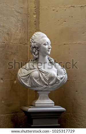 Bust of French noblewoman from the age of the king Louis XVI