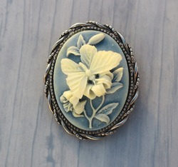 Butterfly on flower resin cameo brooch detailed