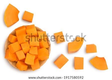 butternut squash slice in wooden bowl isolated on white background with clipping path. Top view with copy space for your text. Flat lay Foto stock ©