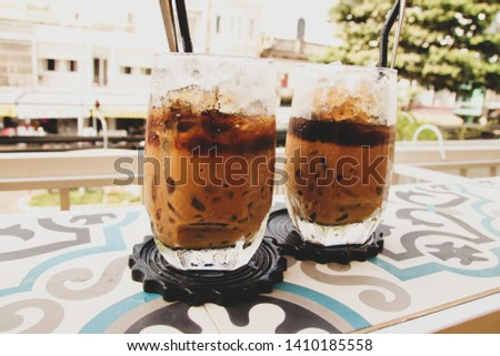Ca phe sua da or vietnamese iced coffee with milk Foto stock ©