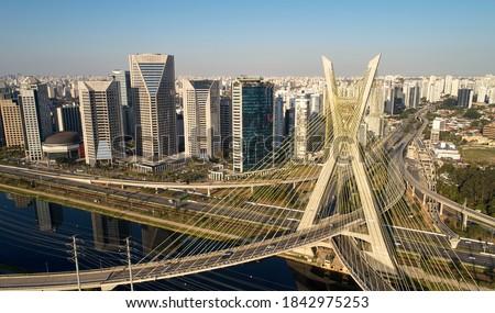 Cable-stayed bridge or Estaiada bridge (Ponte Estaiada), over the Pinheiros river and Marginal Pinheiros, at Sao Paulo city. Brazil. Foto d'archivio ©