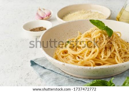 Cacio e pepe pasta. Spaghetti with parmesan cheese and pepper. Traditional italian cuisine. Top view, side view Foto d'archivio ©
