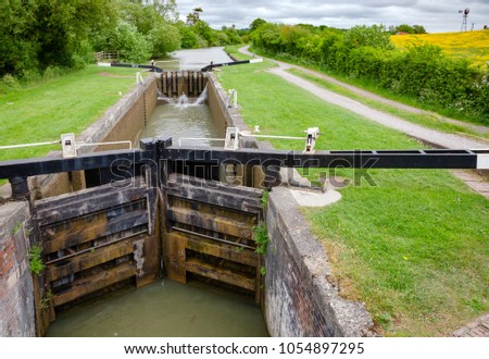 Caen Hill Locks on the Kennet and Avon canal near Devizes in Wiltshire, South West England UK