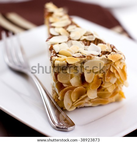 Cake with almond