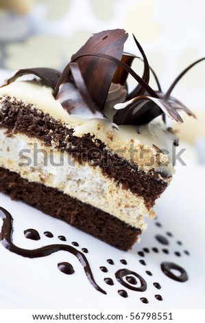 Cake with black and white chocolate