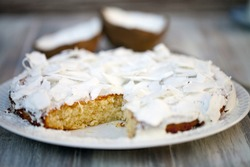 Cake with coconut shavings
