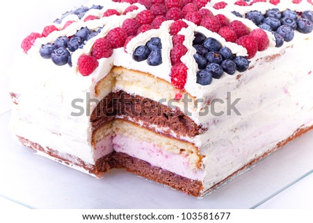 cake with united kingdom flag with missing one peace.