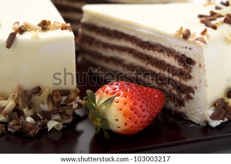 Cake with white chocolate and strawberry