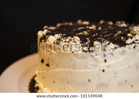 Cake with white frosting sprinkled with chocolate