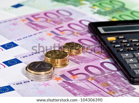 Calculating augmentation of capital: euro banknotes, coins and calculator