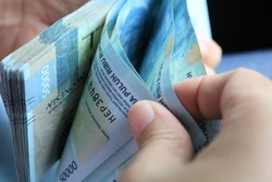 Calculating the Indonesian rupiah by hand