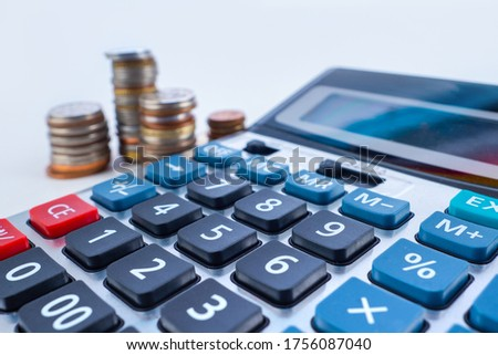 Calculator close-up on the background of coins. The investment of available funds. Deposits with interest capitalization. Calculation of future income. Consumption and accumulation. Stockfoto ©