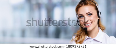 Call Center Service. Portrait of customer support or sales agent. Caller or receptionist phone operator. Copy space area. Helping, answering, consulting. Blond girl over blurred office background. Foto stock ©