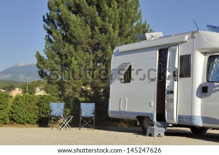Camper at campersite at Vaison-la-Romaine with view at the Mont Ventoux