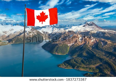 Canadian National Flag. Beautiful aerial landscape view of a famous landmark, Garibaldi Lake. Dramatic Blue Sky Artistic Render. Taken near Whistler and Squamish, North of Vancouver, BC, Canad Foto stock ©