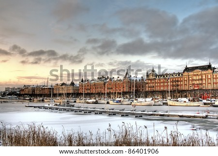 Canal with boats in the city in winter.