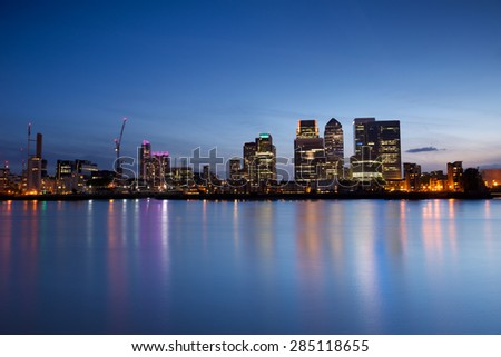 Canary Wharf at dusk, Famous skyscrapers of London\'s financial district at twilight.