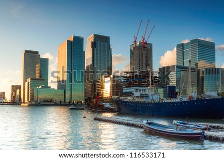 Canary Wharf from East India Dock Foto stock ©