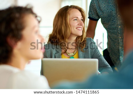 Candid image of a group with succesful business people caught in an animated brainstorming meeting Photo stock ©