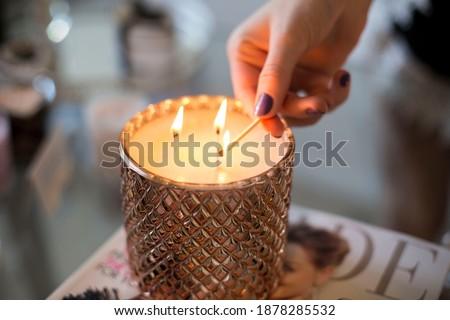 Candle burning, Detail of candle flames alight, lights from candles burning up close, flame burn candle lighting elegant details ストックフォト ©