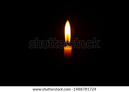 Candlelight in the dark/Candlelight/Dark background.