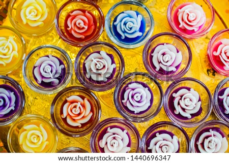 Candles, scented candles that are sculpted or carved in colorful flowers Was put in 1 cup each Ready to pledge to decorate the house or restaurant, general store at night Makes the atmosphere romantic