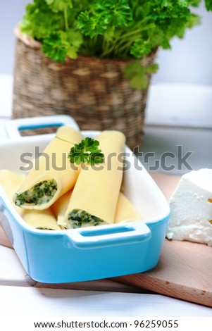 canelloni with spinach and ricotta