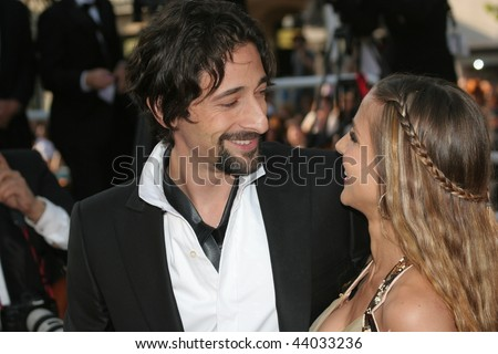 reese witherspoon owen... Adrien Brody Play Piano