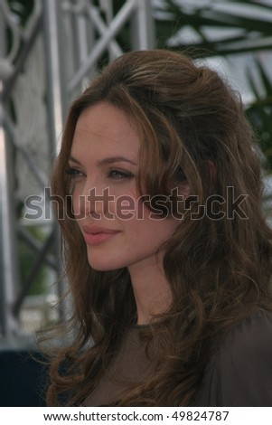 CANNES, FRANCE - MAY 21: Actress Angelina Jolie attends a photocall for the film 'A Mighty Heart' at the Palais des Festivals during the 60th Cannes Film Festival on May 21, 2007 in Cannes, France