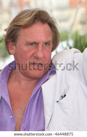 CANNES, FRANCE - MAY 26: French actor Gerard Depardieu attends the ''Quand J'etais Chanteur' photocall during the 59th International Cannes Film Festival May 26, 2006 in Cannes, France.