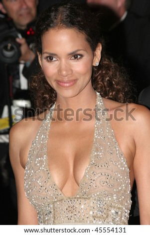 CANNES, FRANCE - MAY 22: Halle Berry photographed after the 'X-Men 3' premiere at the Palais des Festivals during the 59th Cannes Film Festival May 22, 2006 in Cannes, France