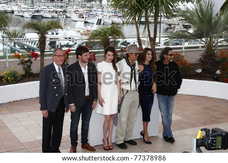 CANNES, FRANCE-MAY 14:Johnny Depp (3rd R) attends the 'Pirates of the Caribbean: On Stranger Tides' photocall at the Palais des Festivals during the 64 Cannes Festival on May 14, 2011 in Cannes, France