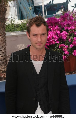 CANNES, FRANCE - MAY 16: Jude Law attends 'My Blueberry Nights' photocall during the 60th International Cannes Film Festival on May 16, 2007 in Cannes, France.