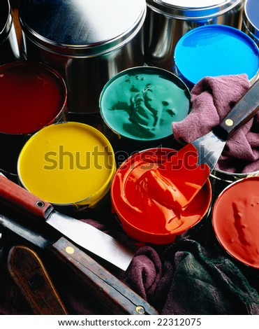 Cans of printing inks with ink knives and wipers