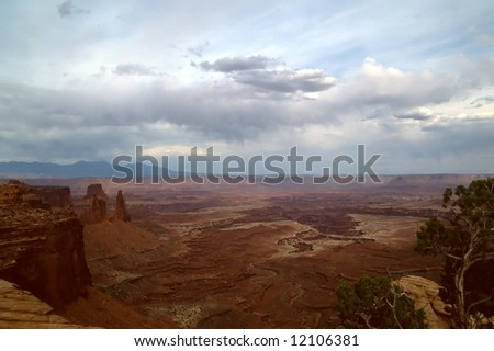 Canyonlands National Park is located in the American state of Utah, near city of Moab and preserves a colorful landscape eroded into countless canyons, mesas and buttes by the Colorado River