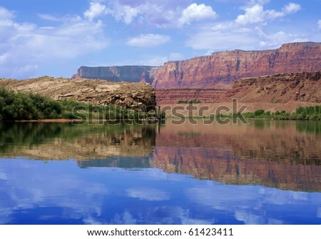 Reflection of canyon wall, Colorado River in Glen Canyon : Shutterstock