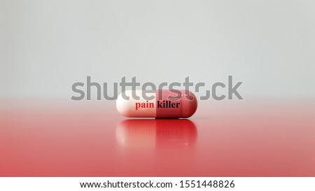 Capsule of analgesic drug or painkiller on background. This medication used for pain relief and analgesia purpose as acetaminophen, opioid or NSAID. Medical technology and pain management concept Photo stock ©
