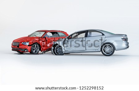 Car accident. Generic car crashed. Silver sedan car crashed against a red coupè. Isolated on white background. 3D rendering. Stockfoto ©