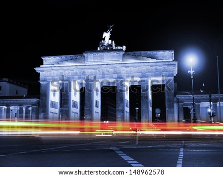 car lights at the brandenburger tor in berlin by night