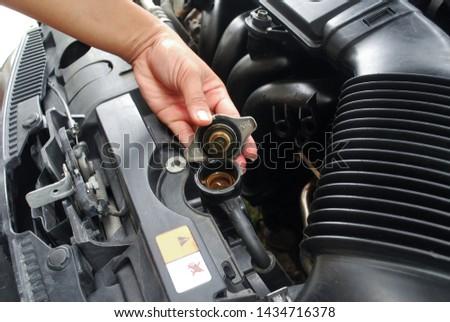 Car radiator system Maintenance of opening the radiator cap Car cooling system.